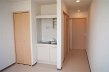 【居室】クローゼットとミニキッチンも備え付けております。