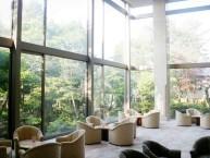 ロビー 日本庭園に面し喫茶、ラウンジもあり優雅にくつろいでいただけます