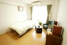 お部屋は広めのワンルームタイプです。