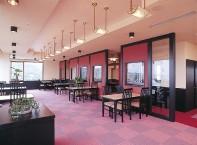 食堂  眺めの良い最上階のレストランでお食事ができます