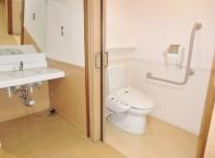 居室にはトイレ、洗面台がついています。