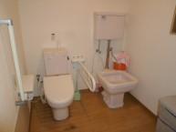 トイレは共同ですが両サイドに手すりもあり、広々としていますので車いすの方でも安心してお使いいただけます