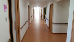 各部屋個室となっており、廊下左右の壁に手すりがありますので安全性もバッチリです