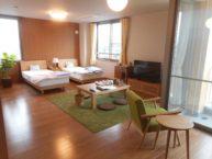 2人部屋は約45㎡で、ご家族も宿泊可能な余裕のスペース