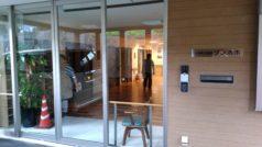 玄関入口ロビーはフラットで自動ドアになっております