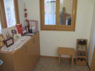 玄関は温かみのある家庭的な雰囲気です