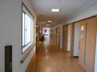 居室は各個室となっており、ドアの開閉もスムーズです
