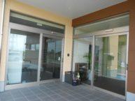 建物内に有料老人ホームとデイサービスがあります