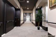 車椅子でもゆったり通行できる廊下。