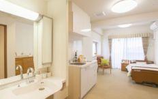 居室。すべてプライベート空間を大切にした個室となっており、品質にこだわった家具が備え付けられています。